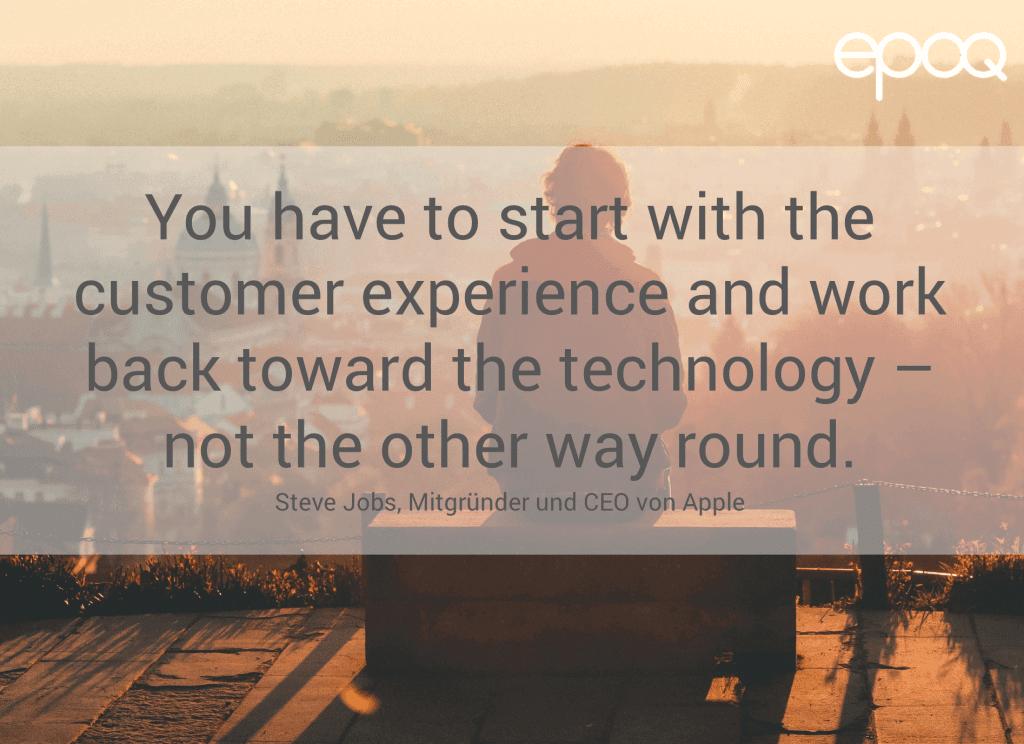 Dargestellt wird ein Zitat zum Thema Customer Experience von Steve Jobs, dem Mitgründer und CEO von Apple.