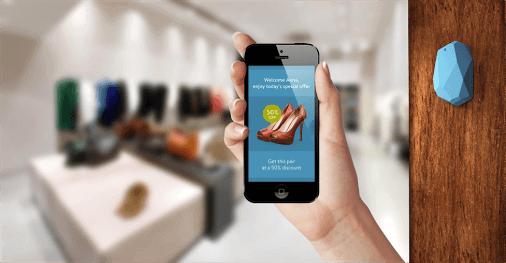 Eine Smartphone App wird in Kombination mit einem Beacon im Shop genutzt, um eine ganzheitlich personalisierte Customer Journey vor Ort zu ermöglichen.