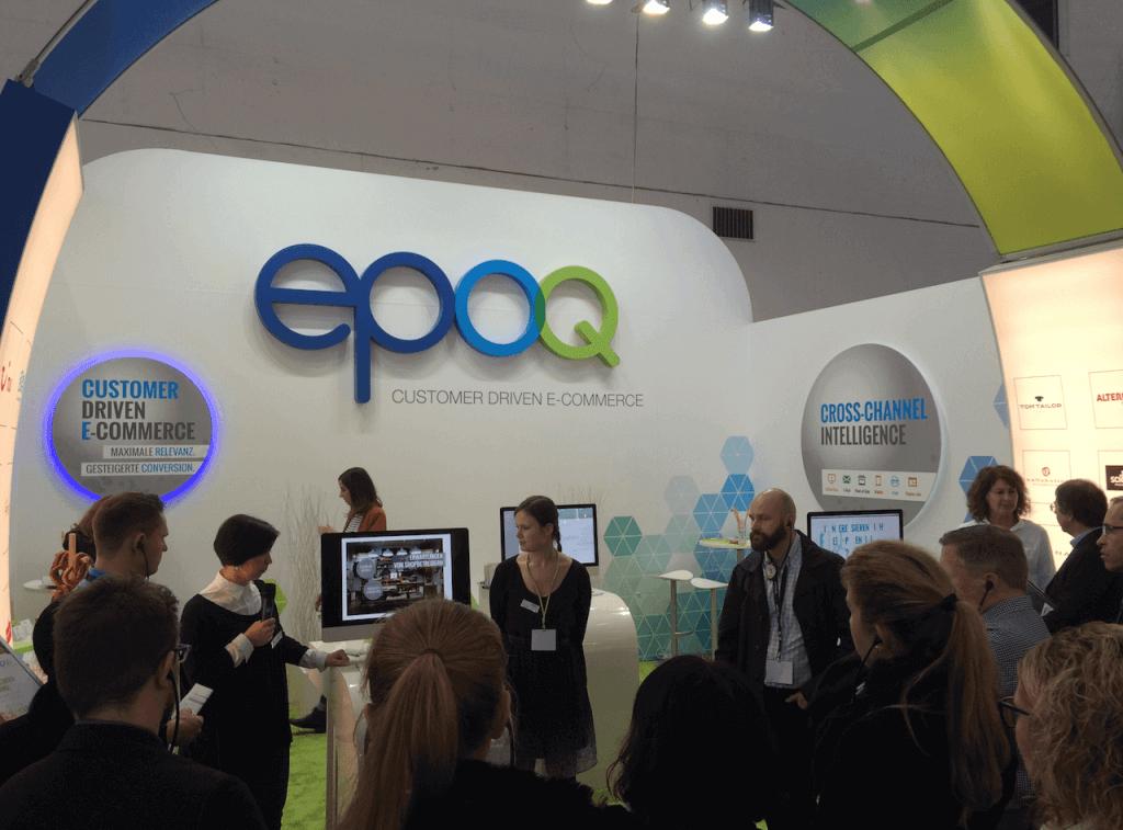 Das Bild zeigt Besucher während der epoq Guided Tour auf der Internet World 2016.