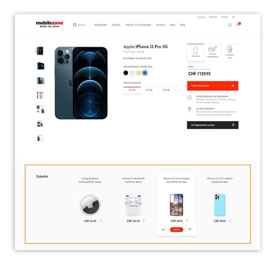Das Bild zeigt eine Produktdetailseite im Online Shop von mobilezone. Hier wird dem Kunden zum ausgewählten Produkt passendes Zubehör angeboten. Die angezeigten Artikel kann der Kunde liken oder disliken.