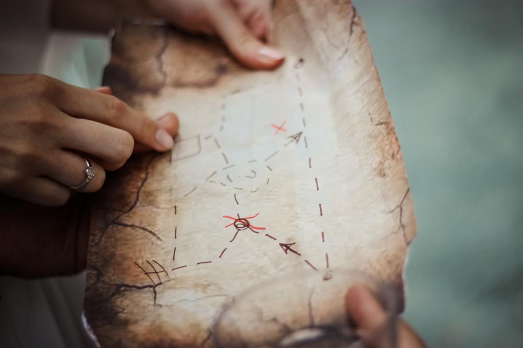 Alte Schatzkarte mit eingezeichneten Wegen. Zwei Personen übernehmen gehen wie eine Suchtechnologie vor, um den richtigen Weg zu finden.