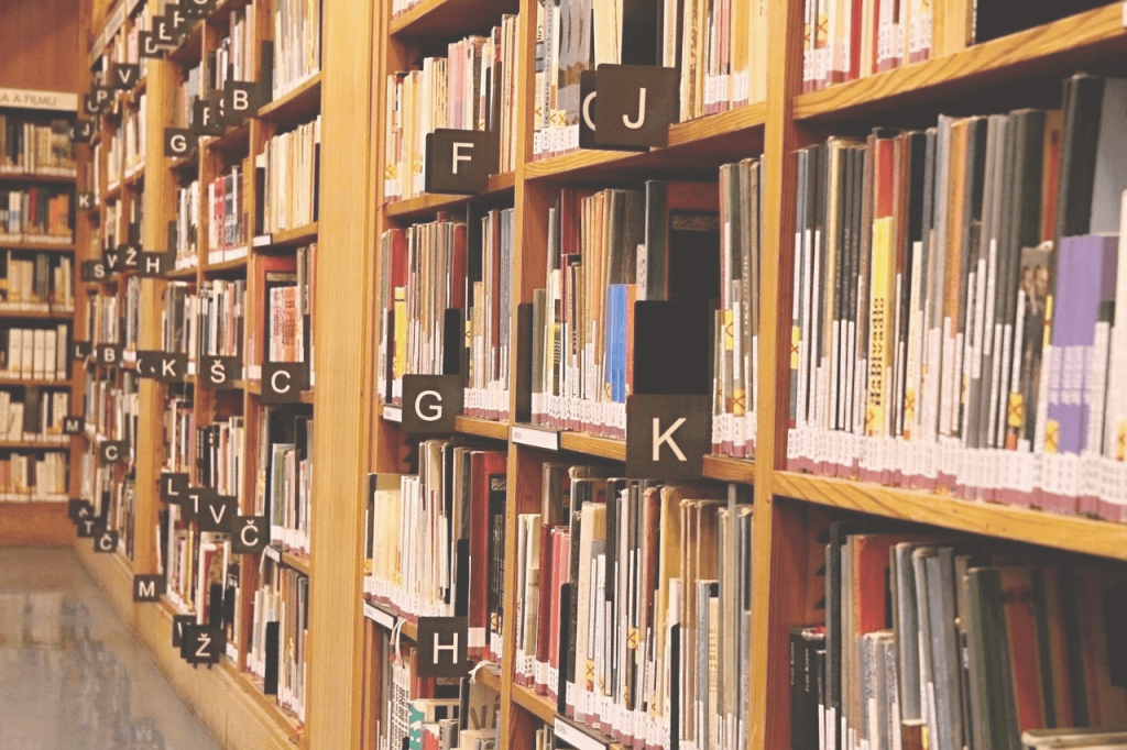 The title image of the article about Autosuggest shows several bookshelves in a library in which the books are arranged alphabetically.